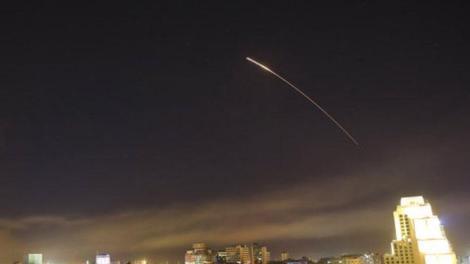 Συρία: Πολλαπλές εκρήξεις σε στρατιωτική βάση κοντά στη Δαμασκό