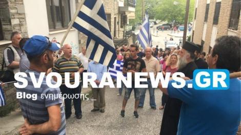 Καστοριά: Νέες αποδοκιμασίες κυβερνητικών στελεχών - «Ντροπή - προδότες» φώναξε ο κόσμος