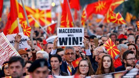 Σκόπια: Σκηνικό τρόμου στήνουν οι «δημοκράτες» - Δυτικοί στο δημοψήφισμα-παρωδία για να περάσει το «ΝΑΙ»