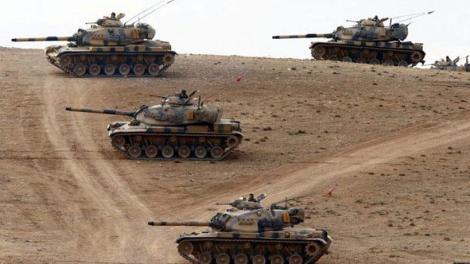 Τουρκικά άρματα αναπτύσσονται στα σύνορα με τη Συρία