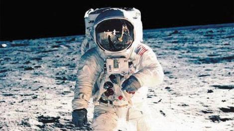 Οι Ρώσοι θα... «ελέγξουν» εάν οι Αμερικάνοι πήγαν «όντως» στο φεγγάρι!
