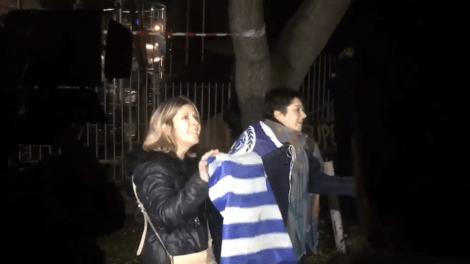 Θεσσαλονίκη - Ομιλία Τσίπρα: «Μπλόκο» σε γυναίκες που φορούσαν... ελληνικές σημαίες στο Παλαί ντε Σπορ