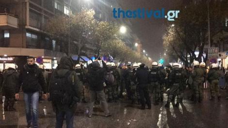 Θεσσαλονίκη: Ένταση και χημικά στο κέντρο της πόλης μεταξύ διαδηλωτών και ΜΑΤ