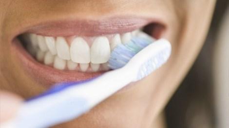 Ποια είναι η σωστή οδοντόβουρτσα για τα δόντια σας;