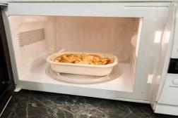 Χρησιμοποιήστε με ασφάλεια τα πλαστικά στο φούρνο μικροκυμάτων