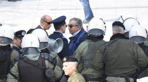 Μαθητική παρέλαση στην Αθήνα - Έδιωξαν διαδηλωτές που φώναζαν κατά της Συμφωνίας των Πρεσπών