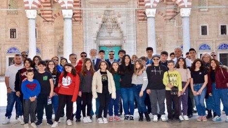 Μαθητές από το ομογενειακό Γυμνάσιο - Λύκειο της Ίμβρου στην Αδριανούπολη   μαθητές   Ορθοδοξία   orthodoxiaonline       μαθητές    μαθητές   Ορθοδοξία   orthodoxiaonline