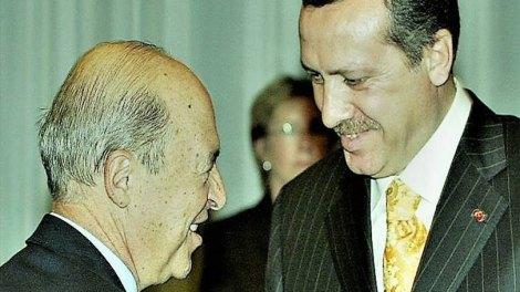 Πώς ο Σημίτης δικαιώνει την εξαναγκαστική πολιτική της Τουρκίας - Η Άγκυρα δεν μπλοφάρει