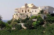 Η Μονή της Παναγίας Χρυσοσκαλίτισσας στην Κρήτη και ο θρύλος με τα 90 σκαλιά