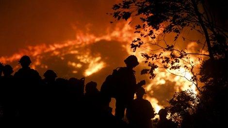 Κόσμος | Λος Άντζελες | Μεγάλη πυρκαγιά καίει σπίτια και εγκαταστάσεις, ΒΙΝΤΕΟ