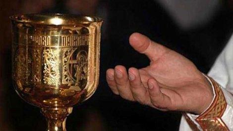 Όποιος κατακρίνει ιερέα, είναι ανάξιος να περάσει την εξώπορτα του Ναού