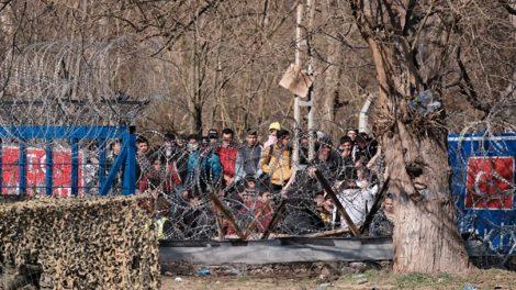 Guardian: «Οι πρόσφυγες που έγιναν πιόνια στο παιχνίδι του Ερντογάν»