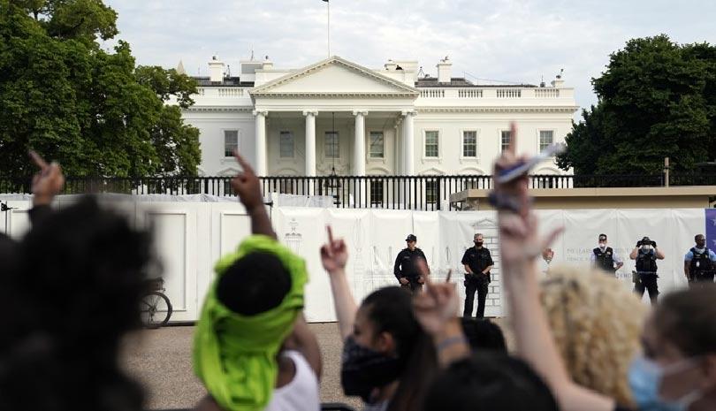 Οργή διαδηλωτών μπροστά στον Λευκό Οίκο για τη δολοφονία του Τζορτζ Φλόιντ ΒΙΝΤΕΟ