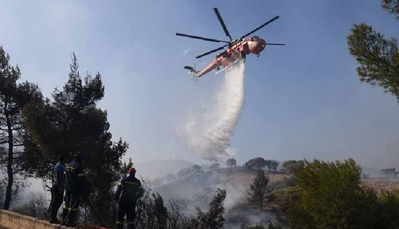 Μάχη με τις φλόγες στην Κορινθία - φωτογραφίες & ζωντανή εικόνα