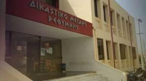 Κρήτη: 9 μήνες με αναστολή ο ιερέας με τις μάσκες