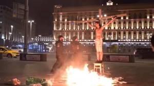 """Ρωσία: Συνελήφθη """"εσταυρωμένος"""" ακτιβιστής ΒΙΝΤΕΟ"""
