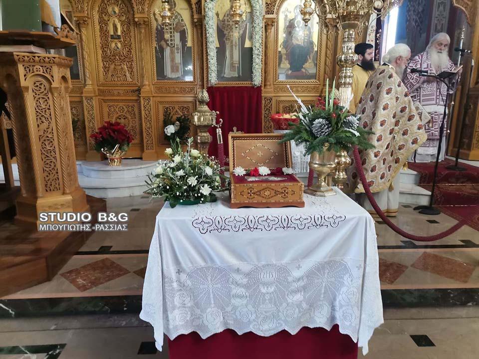 Με δοξολογία και Θεία Λειτουργία στον πανηγυρίζοντα Ιερό Ναό του Αγίου Βασιλείου στο Άργος εορτάστηκε ο ερχομός του νέου έτους