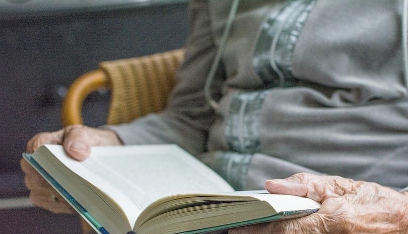 Η αγράμματη γιαγιά και η Καινή Διαθήκη