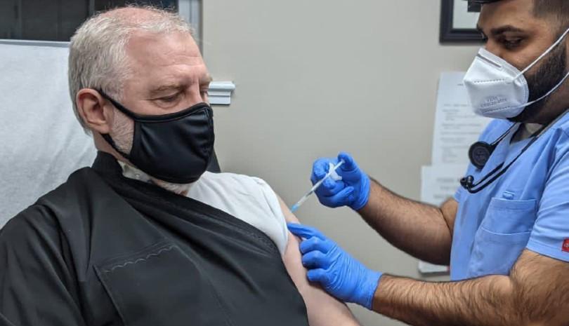 Εμβολιάστηκε ο Αρχιεπίσκοπος Αμερικής