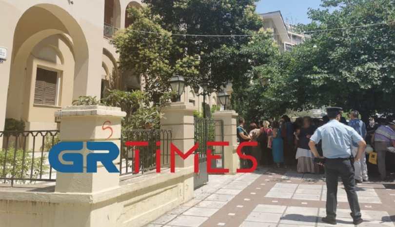 Διαμαρτυρία υπέρ του πατήρ Αντωνίου Στυλιανάκη στη Μητρόπολη Θεσσαλονίκης