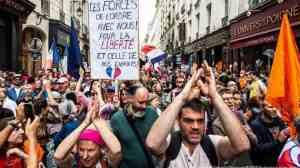 "DW - Γαλλία : ""Όχι στην υγειονομική δικτατορία"" είπαν χιλιάδες διαδηλωτές"