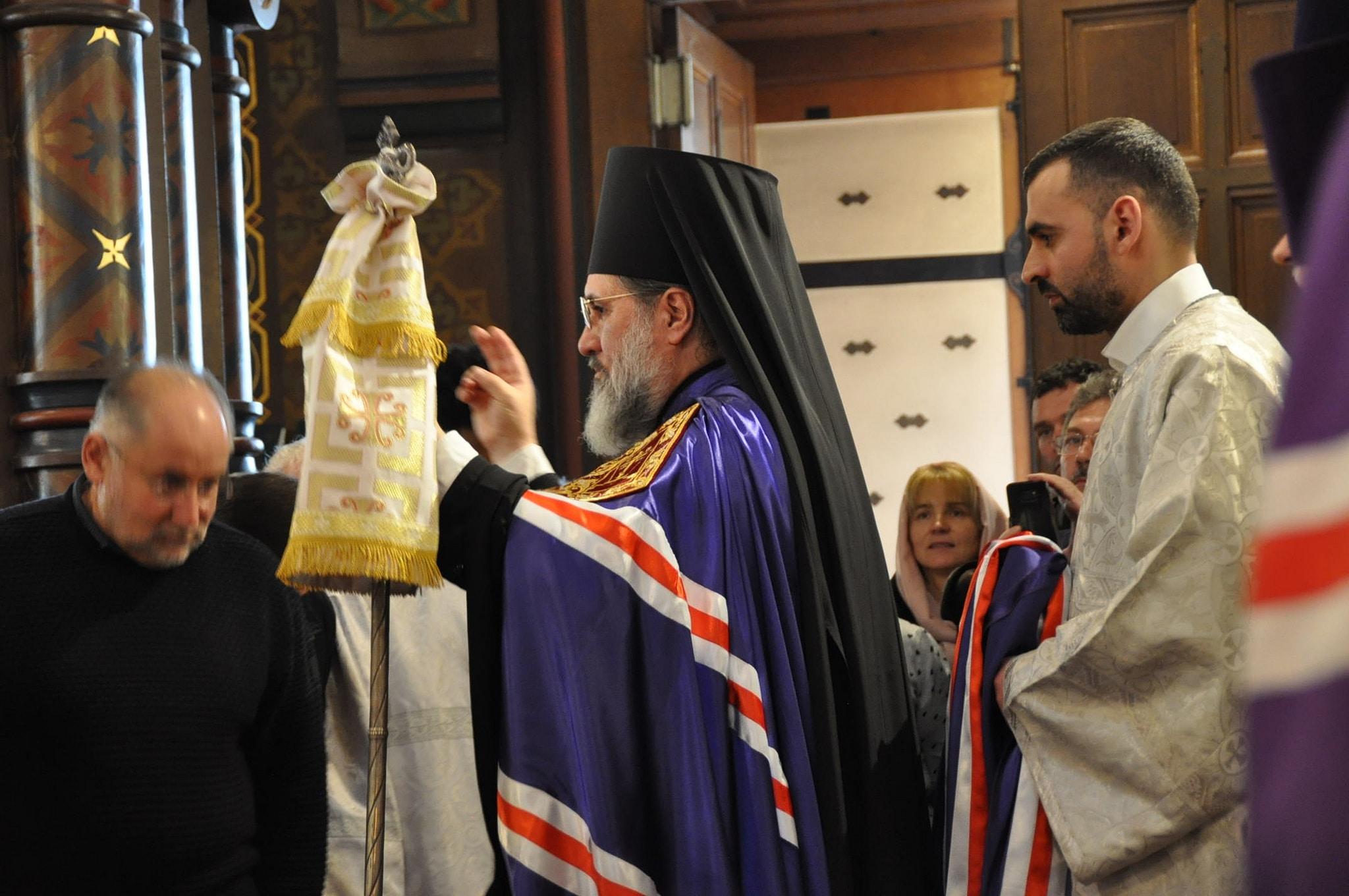 L'évêque Alexandre bénit l'assemblée (© 2019 Alex Romash).