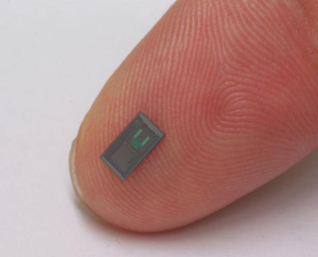 Bioresorbable-sensor_Finger_01-640×517