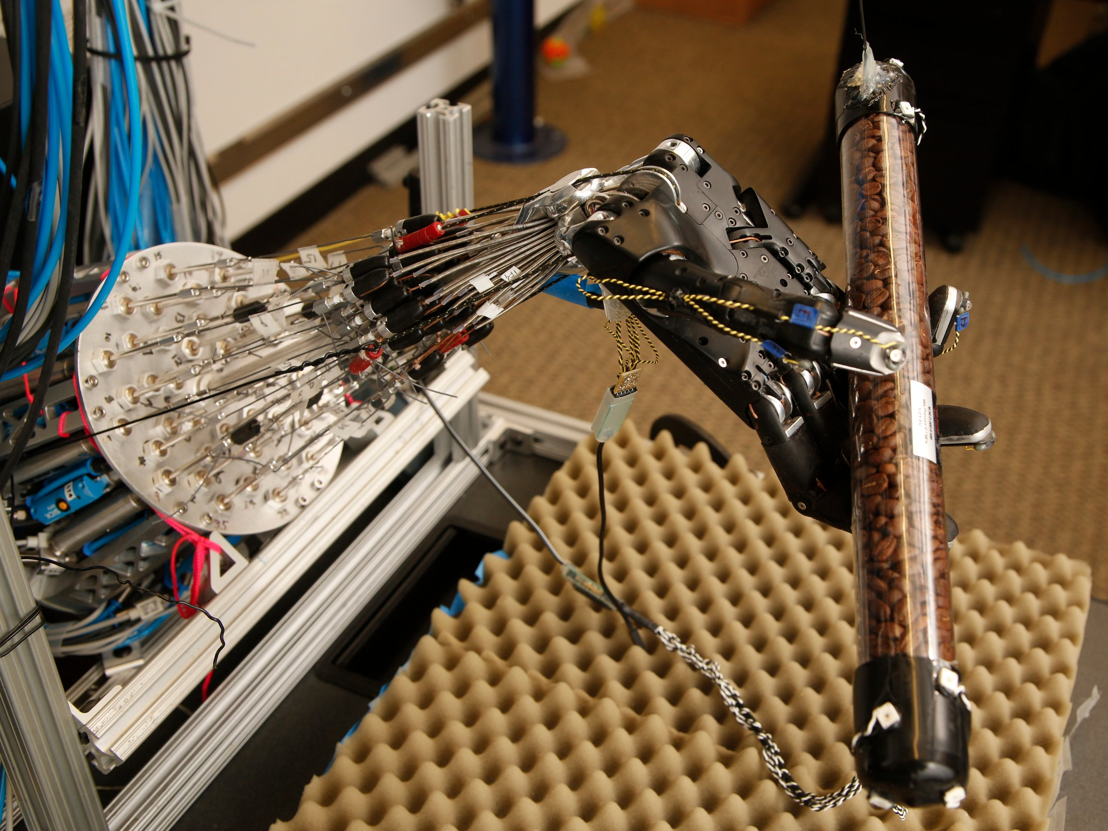dexterous-robot-hand-with-cylinder