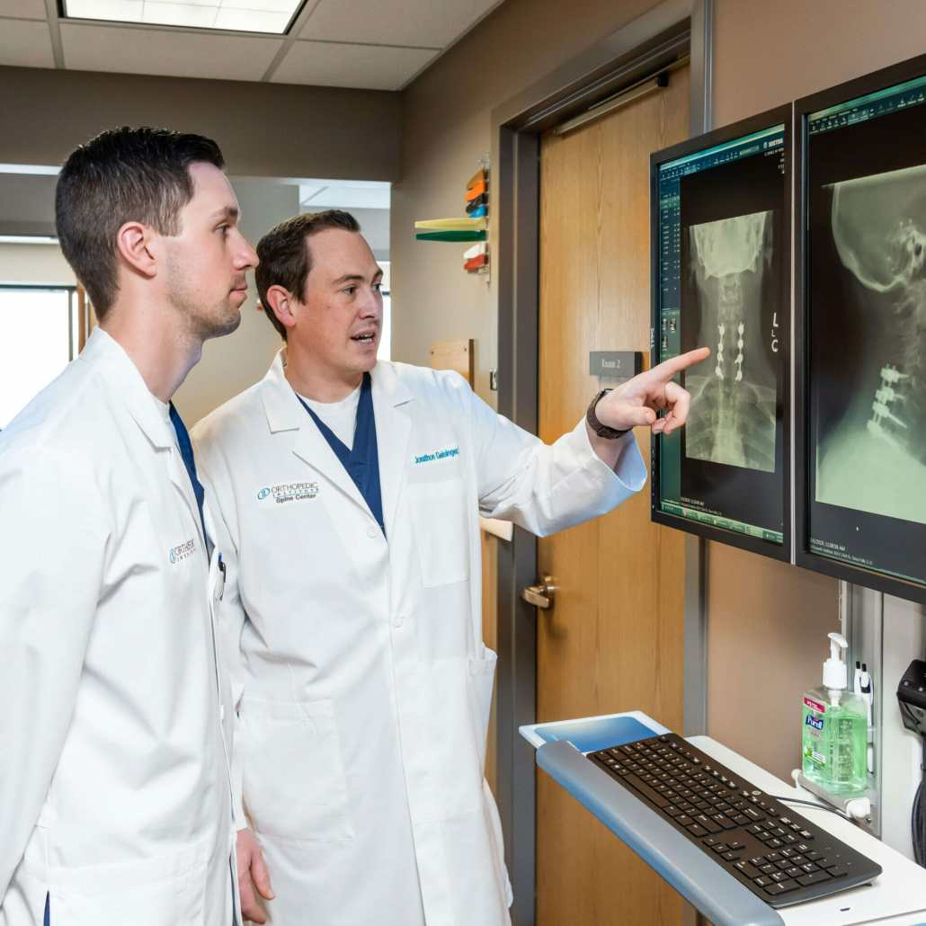 Jonathon Geisinger, MD and Andrew Holmstrom, PA-C examine an X-ray