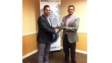 Photo of Local Orthopedic Surgeon, Ritesh Shah, MD, Receives Innovation Trailblazer Award for Adoption of New Navigation System for Hip Replacement Surgery