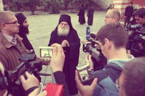 Беседа с игуменом Ватопедского монастыря Ефремом о телевидении и духовной жизни