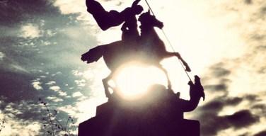 С кем сражался святой Георгий Победоносец?