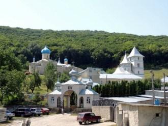 Mănăstirea Adormirea Maicii Domnului, s. Calaraşovca, r. Ocniţa