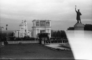 48-Центр-города-главная-трибуна-парад-в-честь-приезда-короля-Михая-I........