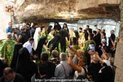 FOTO-Patriarhul-Teofil-în-procesiune-pe-Golgota-de-Înălțarea-Sfintei-Cruci-10.x71918