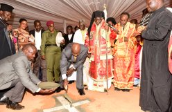 Presedintele-Ugandei-pune-piatra-de-temelie-pentru-Catedrala-Sfanta-Sofia-din-Kampala