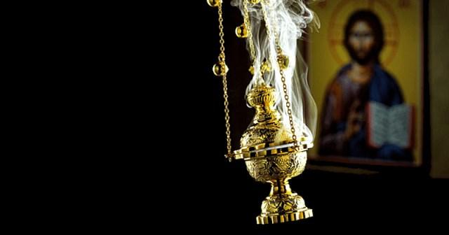 Imagini pentru preot tamaiaza