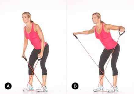 Exemplo de exercício para o ombro que pode ser feito em casa com ajuda de faixas