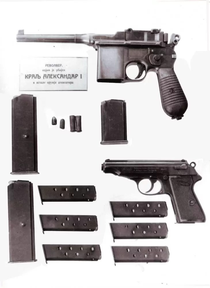 Reconstructed weapons used during the assassination