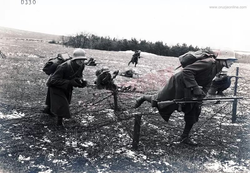 Čehoslovaćka vojska na manevrima vrši borbenu probu PM ZV M26