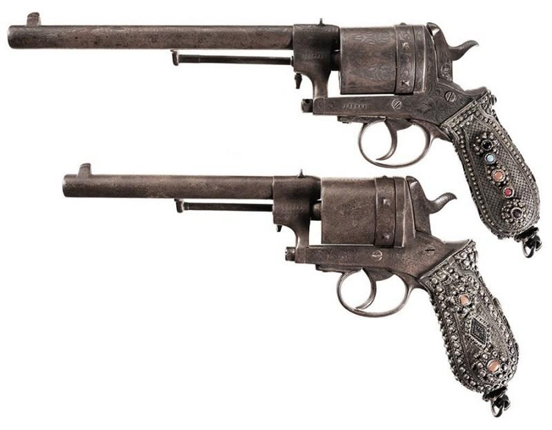 Civilni revolveri Gasser M1870 i M1870/74 sa koricama ukrašenim srebrom, nijelom i koralima