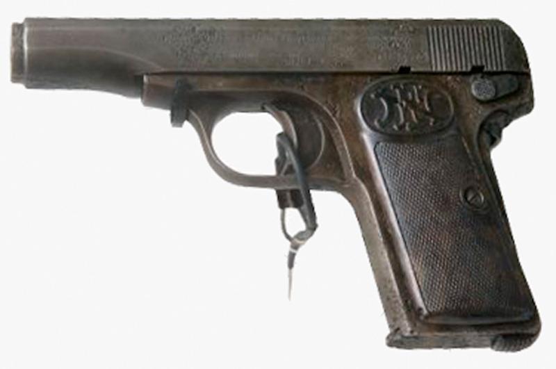 Pištolj koji je 16 juna 2004 otac Thomas Neulinger predao direktoru Bečkog vojno-istorijskog muzeja