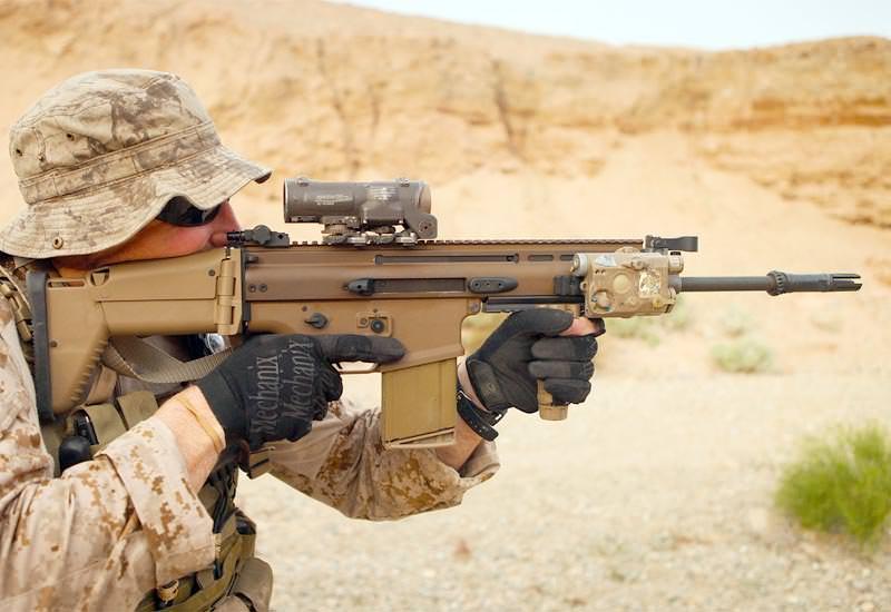 Puška FN SCAR Mk 16 / Mk 17