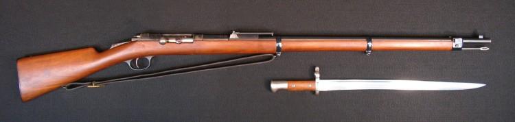 """Jednometna puška sistema Mauzer-Milovanović M.1880 (Model 1878/80), poznata kao """"kokinka"""" - službeno oružje Kneževine Srbije u kalibru 10,15mm. Ova puška bila je jedna od najkvalitetnijih i najmodernijih u trenutku kada je uvedena u naoružanje."""
