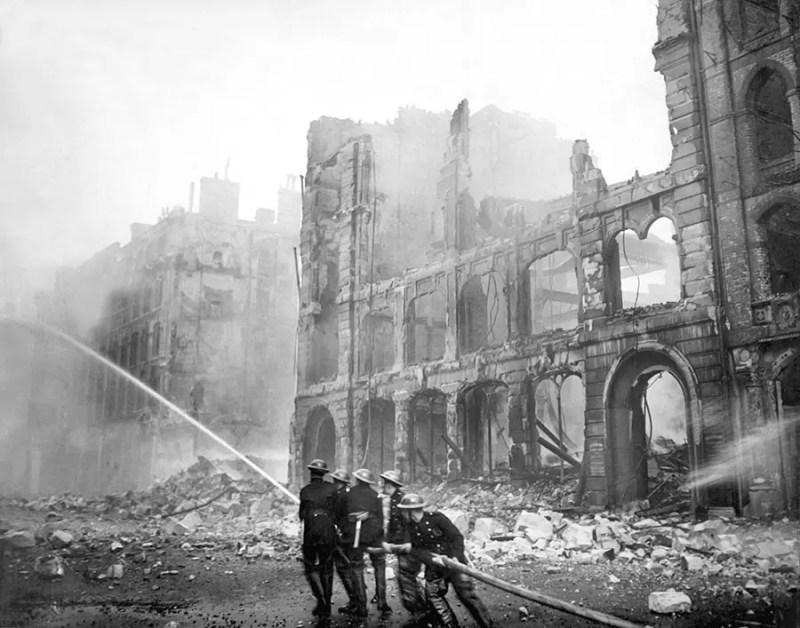 Vatrogasci u Londonu tokom vazdusnog napada 1941