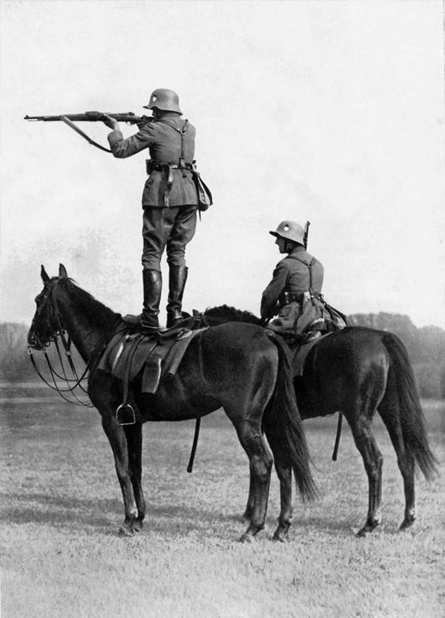 Nemacki Rajhsver je konjicu jos uvek naoruzavao sabljama