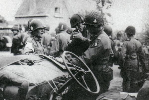 Brigadni general Mekalef i pukovnik Sink tokom koordinacije defanzivne operacije. Veghel 22. septembra 1944.
