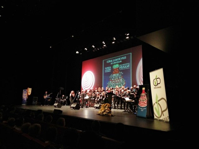 Prop d'un miler d'assistents al concert del 35è Aniversari de la coral Llum de Veus