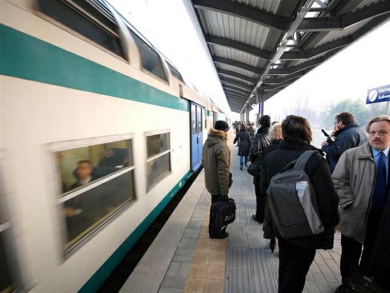 Aumentano le tariffe e tempi di percorrenza dei treni. Pendolari non ci stanno