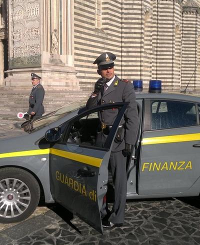 Commercializzazione di articoli di telefonia, scoperta dalla Gdf frode fiscale per oltre 1,3 mln di euro